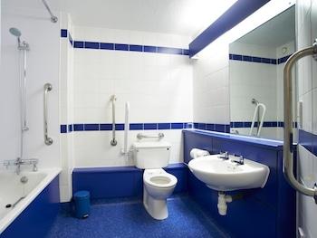 Travelodge Manchester Ancoats Hotel - Bathroom  - #0