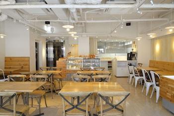 THE B TOKYO SANGENJAYA Breakfast Area