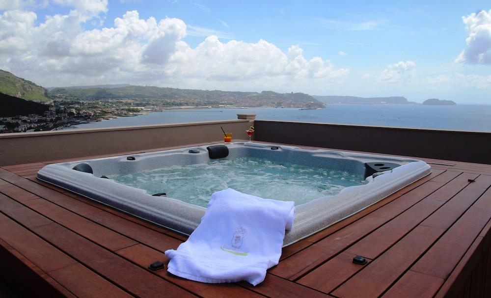 Hotel Il Gabbiano Bacoli Na It Reservations Com