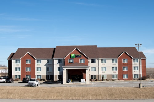. Holiday Inn Express & Suites Maryville, an IHG Hotel