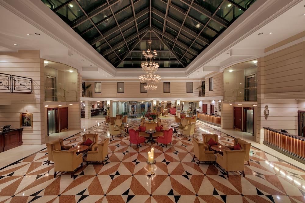 https://i.travelapi.com/hotels/2000000/1180000/1178600/1178552/6eb799f2_z.jpg