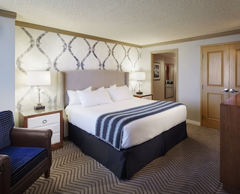 Suite, 1 King Bed, Non Smoking (VIP)