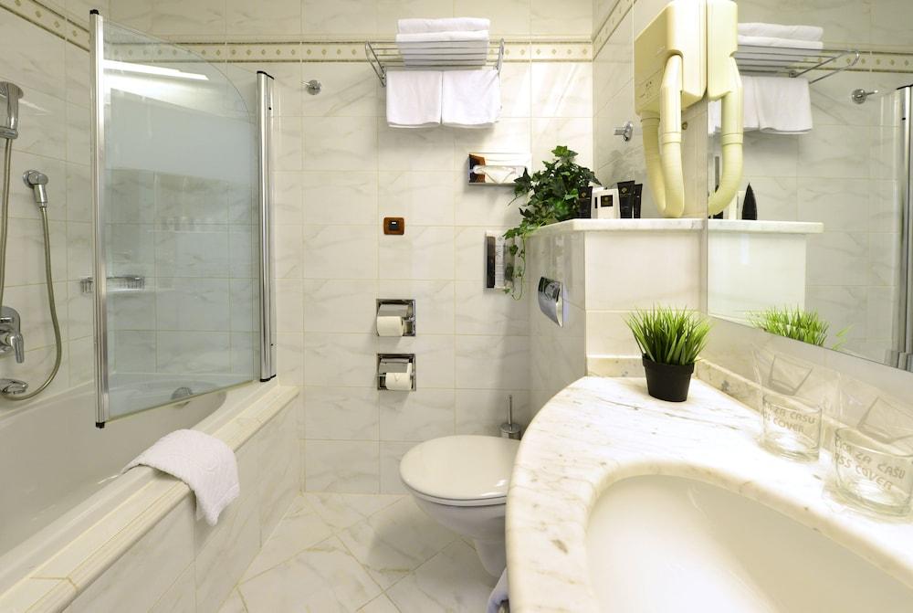 그랜드 호텔 아드리아틱 I(Grand Hotel Adriatic I) Hotel Image 10 - Bathroom