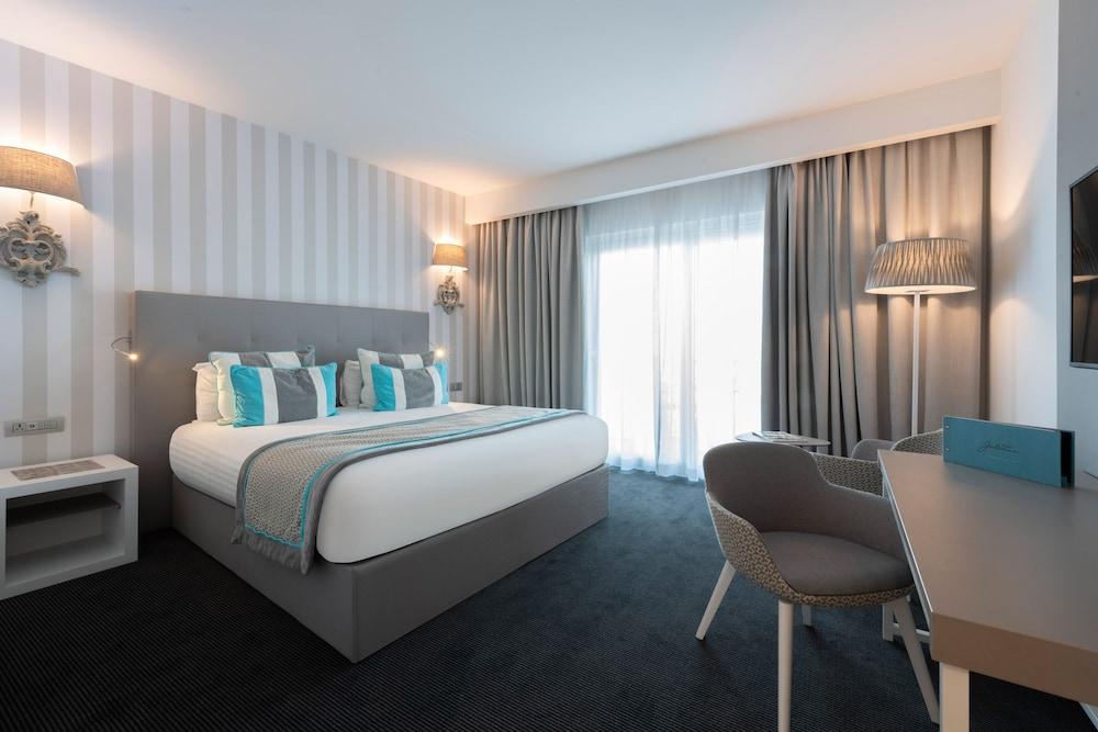 https://i.travelapi.com/hotels/2000000/1190000/1186300/1186240/a858f088_z.jpg