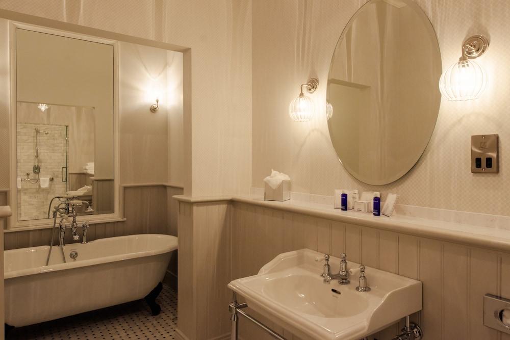https://i.travelapi.com/hotels/2000000/1190000/1186600/1186567/f4acc70b_z.jpg