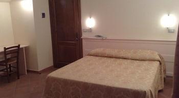 로칸다 일 갈로(Locanda Il Gallo) Hotel Image 2 - Guestroom