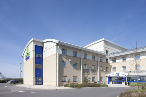 Barry - Holiday Inn Express Cardiff Airport - z Krakowa, 23 kwietnia 2021, 3 noce