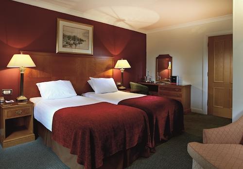 . Macdonald Elmers Court Hotel