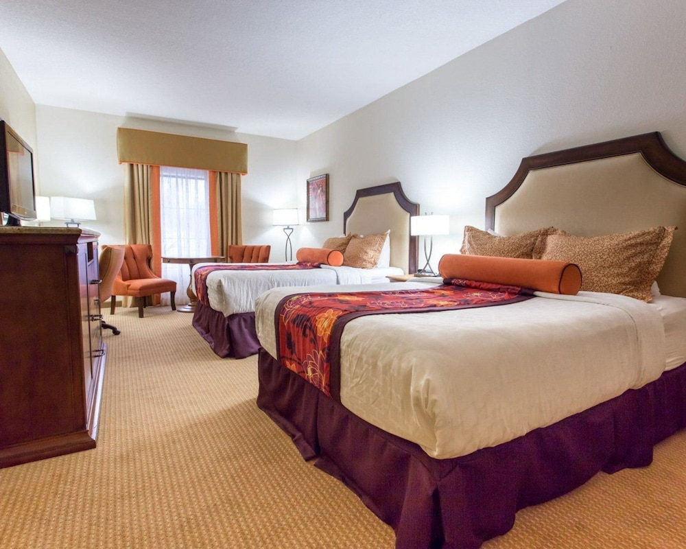 https://i.travelapi.com/hotels/2000000/1190000/1189600/1189517/1a04934d_z.jpg