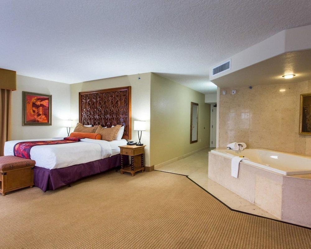 https://i.travelapi.com/hotels/2000000/1190000/1189600/1189517/295d4a07_z.jpg