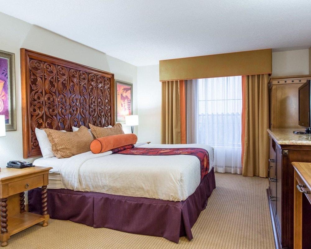 https://i.travelapi.com/hotels/2000000/1190000/1189600/1189517/7a15141d_z.jpg