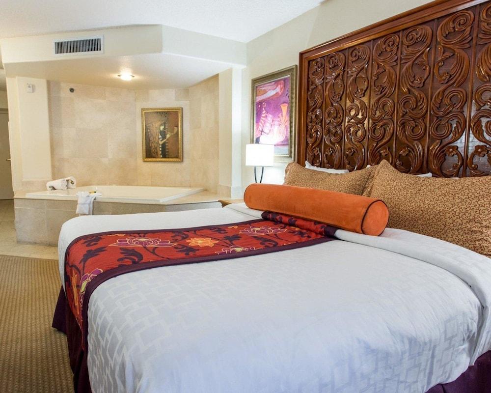 https://i.travelapi.com/hotels/2000000/1190000/1189600/1189517/b2cfe87c_z.jpg