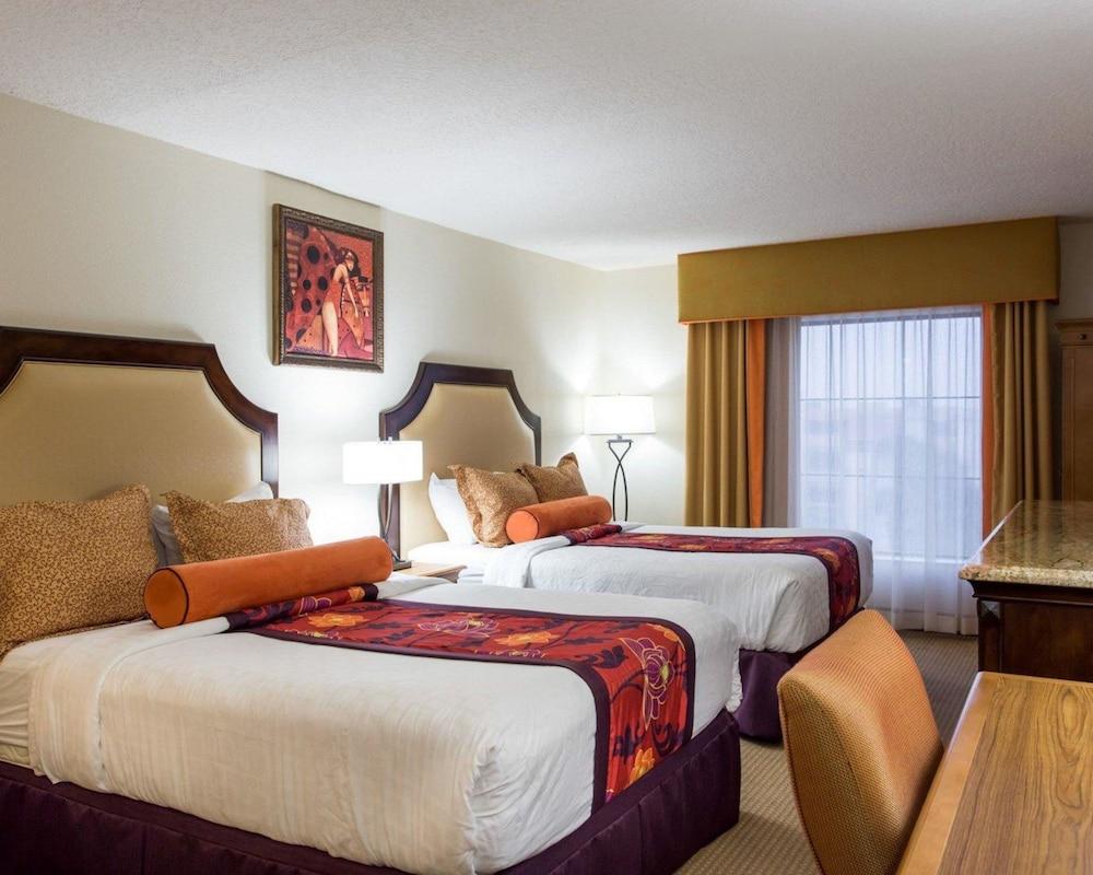 https://i.travelapi.com/hotels/2000000/1190000/1189600/1189517/ed008b5a_z.jpg