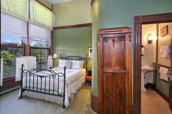 Deluxe Room (2nd Floor)