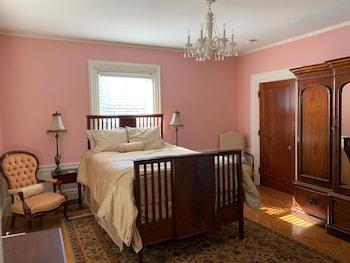 Room (Dorothy Brown, 2nd Floor)
