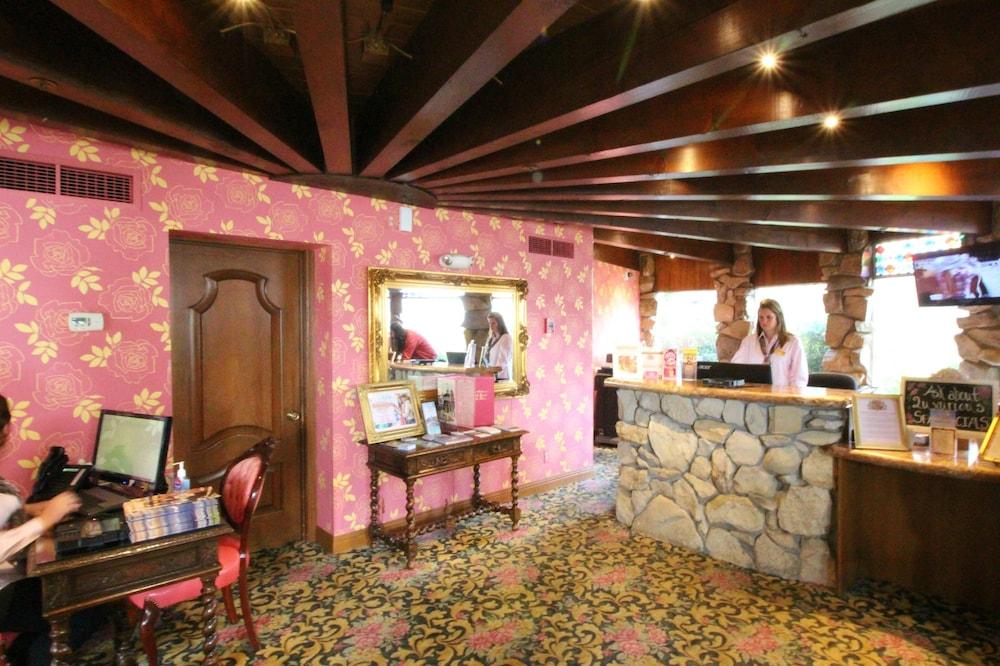 Madonna Inn San Luis Obispo California Us Reservations Com