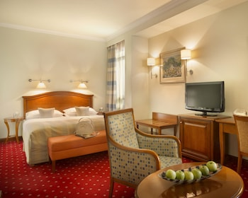 Executive Room, 1 King Bed with Sofa bed (with Sofabed)