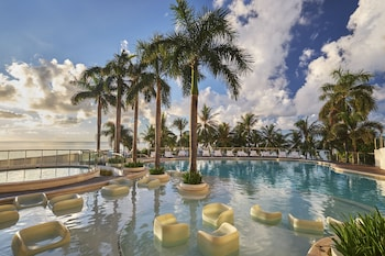 Movenpick Hotel Cebu Outdoor Pool
