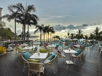 Movenpick Hotel Cebu Outdoor Dining