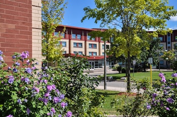 Hotel - Residence & Conference Centre - Oakville