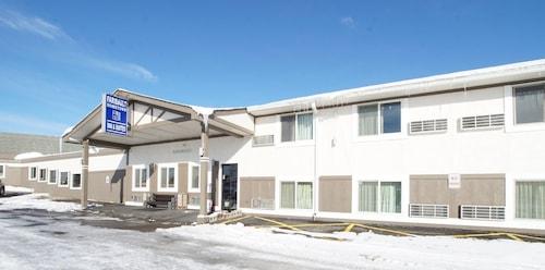 . Faribault Hometown Inn & Suites