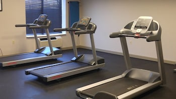 Gym at Country Inn & Suites by Radisson, BWI Airport (Baltimore), MD in Linthicum Heights