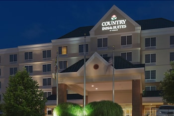 Hotel Front - Evening/Night at Country Inn & Suites by Radisson, BWI Airport (Baltimore), MD in Linthicum Heights