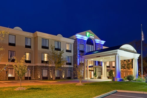 . Holiday Inn Express Hotel & Suites Chester