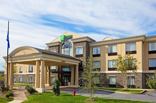 . Holiday Inn Express Hotel & Suites Chester, an IHG Hotel