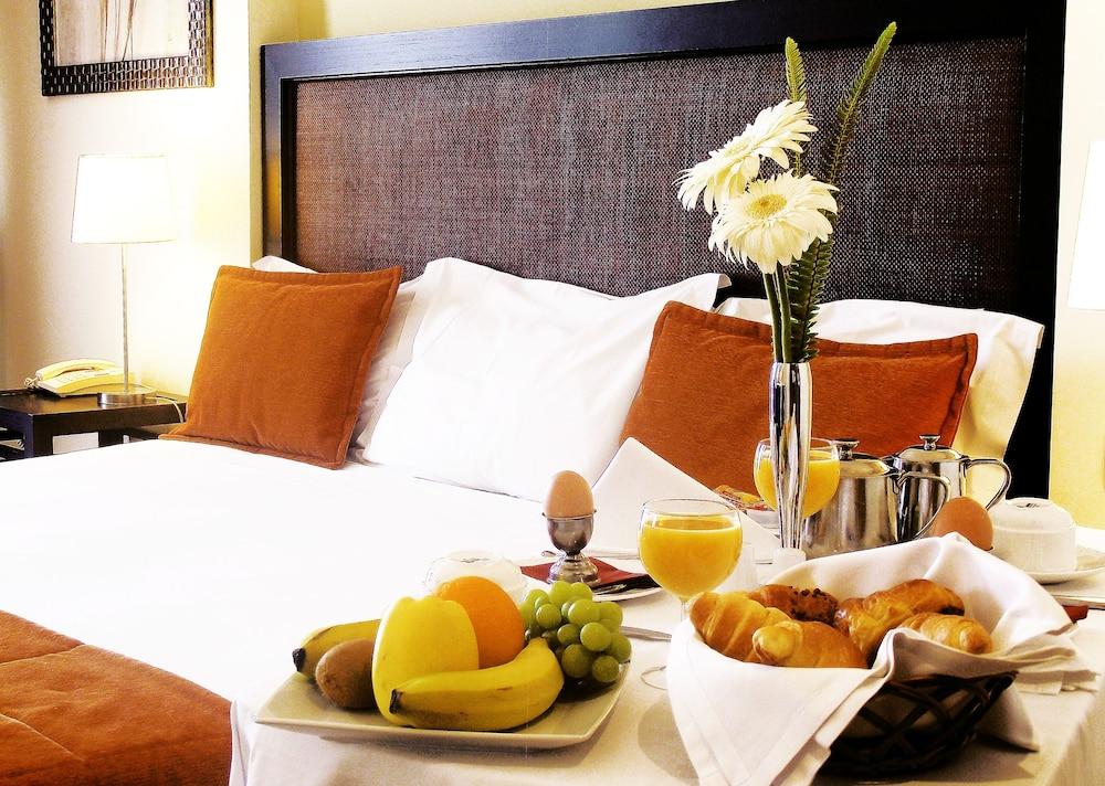 센시마르 사보이 가든스(Sensimar Savoy Gardens) Hotel Image 14 - In-Room Dining
