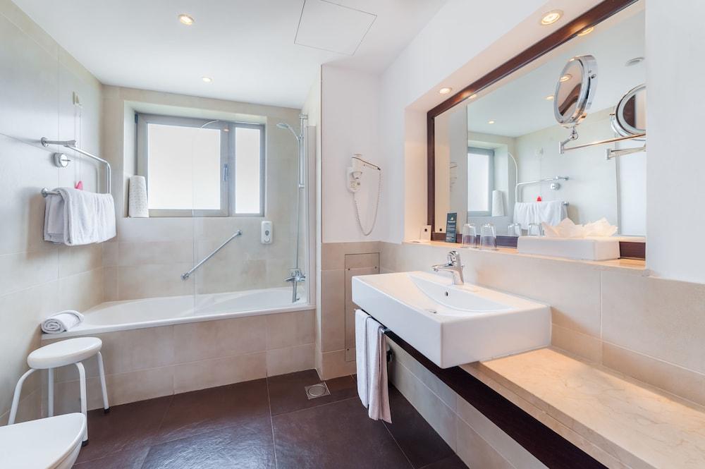 센시마르 사보이 가든스(Sensimar Savoy Gardens) Hotel Image 19 - Bathroom