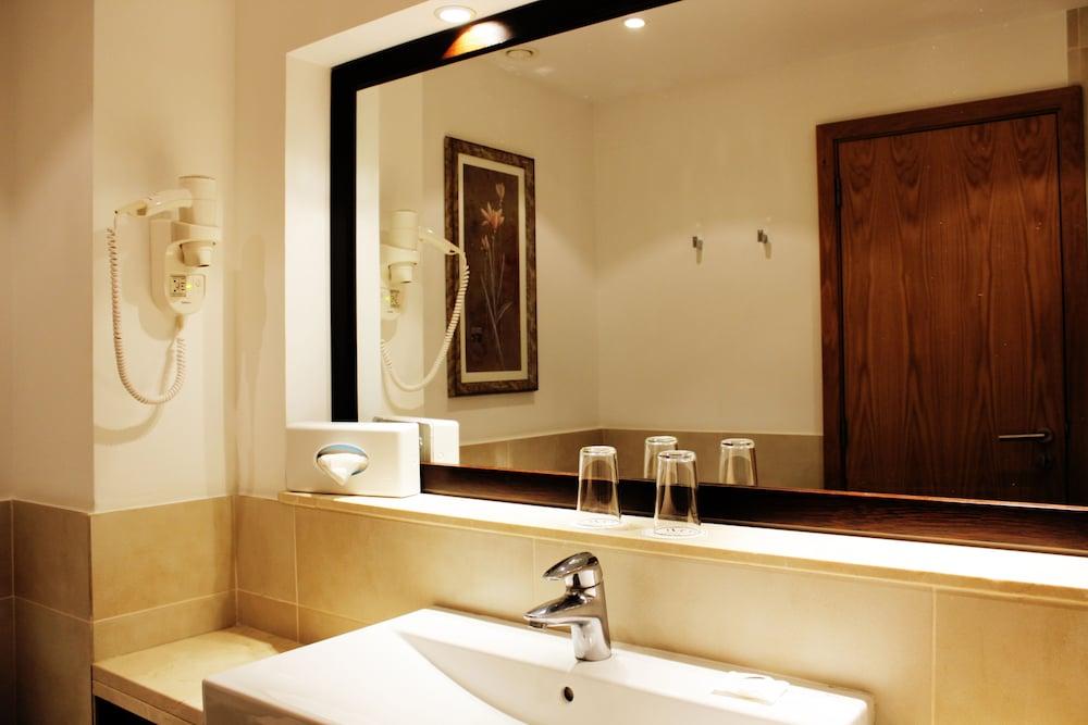 센시마르 사보이 가든스(Sensimar Savoy Gardens) Hotel Image 16 - Bathroom