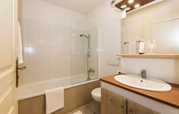 Odalys Résidence Les Chalets d'Evian - Bathroom  - #0