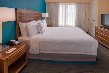 Guestroom at Residence Inn by Marriott Chesapeake Greenbrier in Chesapeake