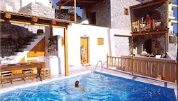 Traditional House, Pool Access, Mountain View