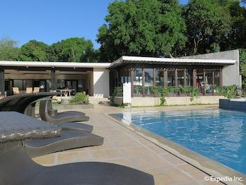 Pontefino Hotel Batangas Outdoor Pool