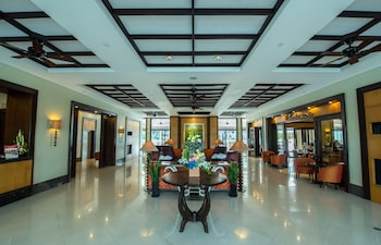 Pontefino Hotel Batangas Interior Entrance