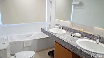 Pontefino Hotel Batangas Bathroom