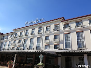 Pontefino Hotel Batangas Front of Property