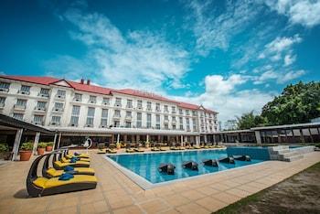 Pontefino Hotel Batangas Pool