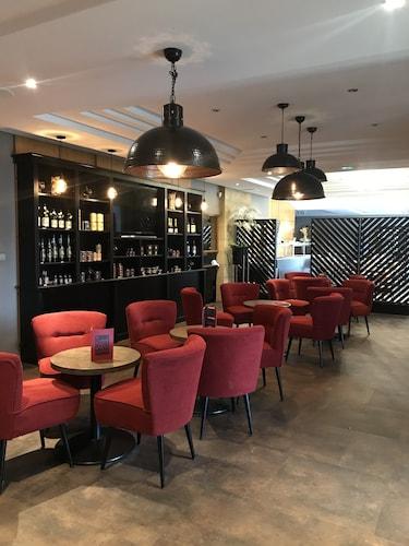 . Hôtel Grand Confort Le Moulin Rouge