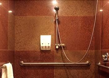 Best Western Plus Snowcap Lodge - Bathroom  - #0