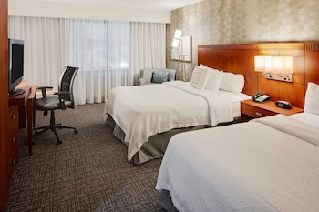Room, 2 Queen Beds, Balcony, River View