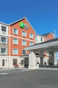 Holiday Inn Express Hotel & Suites Seaside-Convention Center - Hotel Front  - #0