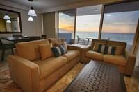 Master Suite Oceanfront Breakfast Included