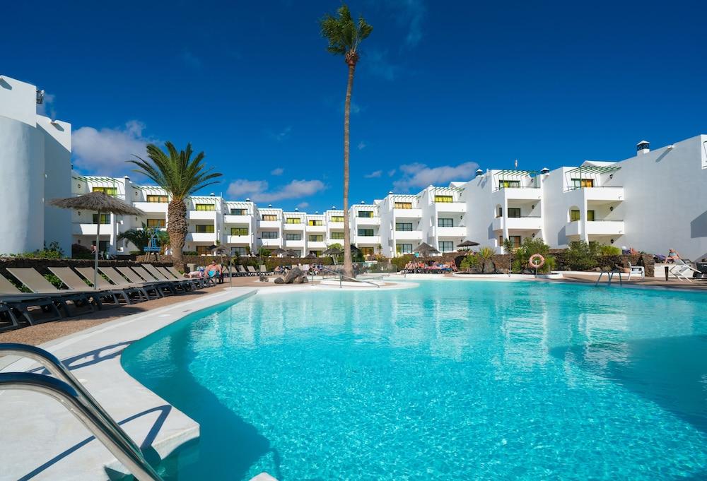 Disfruta de increíbles playas en Lanzarote desde Alicante
