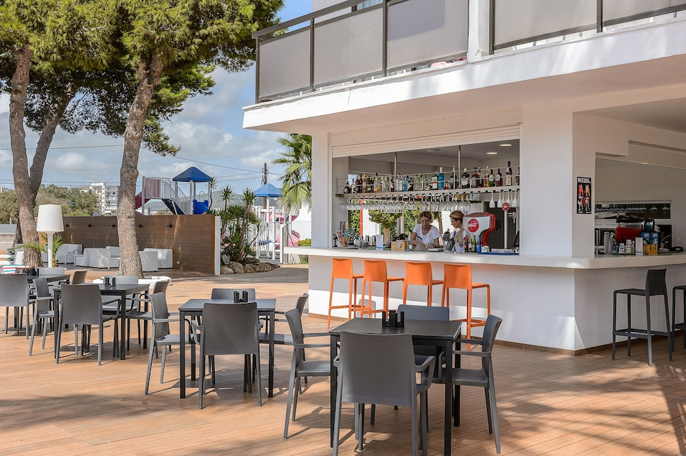 Poolside Bar