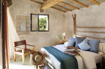 Luxury Villa (4 people - 5 minutes away from Hotel)
