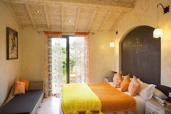 Luxury Villa (6 people - 5 minutes away from Hotel)