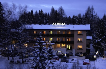 Hotel Alpina - Featured Image  - #0